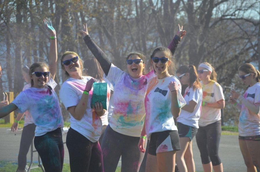Hawk Trot participants race for Class of 2019