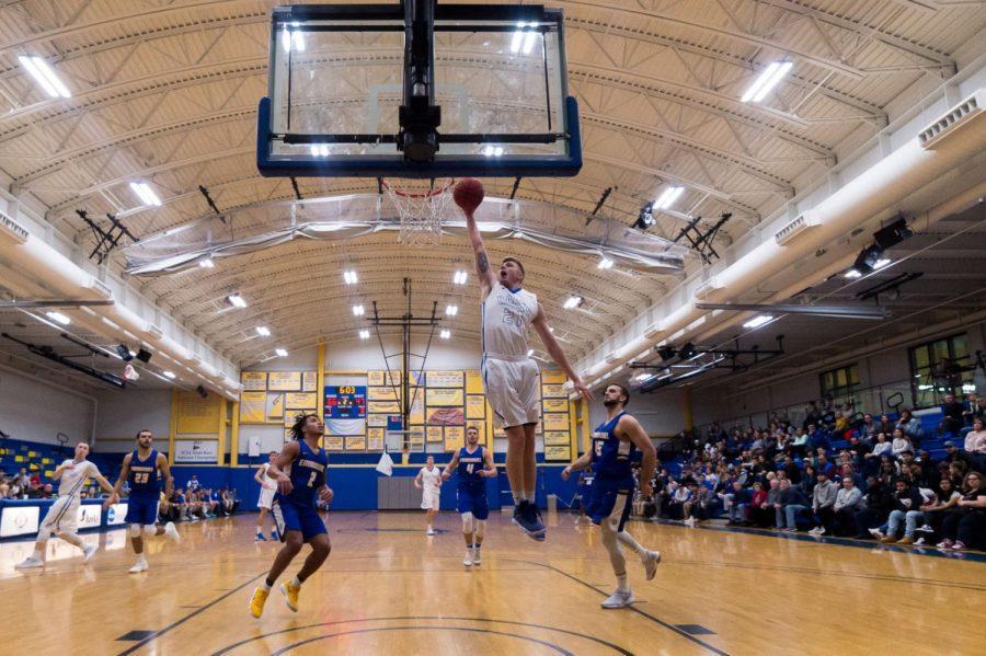 Sophomore+Ian+Carmichael+prepares+to+dunk.