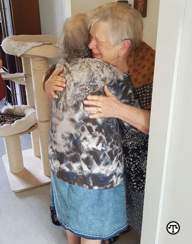 Sisters+Reunited+After+72+Years+Apart
