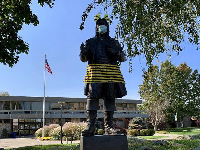The Roger statue decided to dress up as a bee this Halloween in honor of all the busy bees on campus.