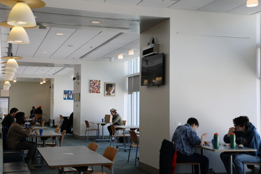 Students eating inside of Upper Commons in March 2021. Because of an uptick in COVID-19 cases on campus, in-door dining will now close and re-opening will be reevaluated April 9.